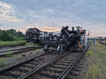 BPOLI-KA: Umgekippter Kesselwagen löst Großeinsatz im Rangierbahnhof aus