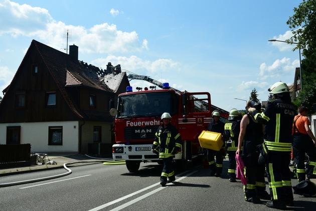 KFV-CW: Offener Dachstuhlbrand in der Stuttgarter Straße in Calw