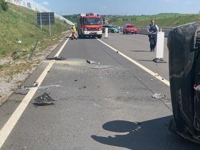 FW-Velbert: Auto überschlagen, Fahrer verschwunden
