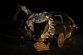 FW-SE: Tödlicher Verkehrsunfall zwischen PKW und Linienbus - Mehrere Verletzte