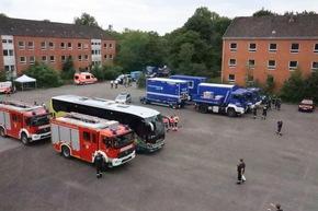 THW HH MV SH: THW Landesbeauftragter Dierk Hansen verabschiedet THW-Kräfte ins Katastrophengebiet