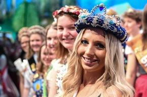 Grüne Woche: 170 königliche Hoheiten treffen Bundeslandwirtschaftsministerin Julia Klöckner