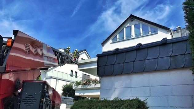 FW-NE: Brand auf einem Balkon in Grimlinghausen | 1500 Liter Löschwasser benötigt
