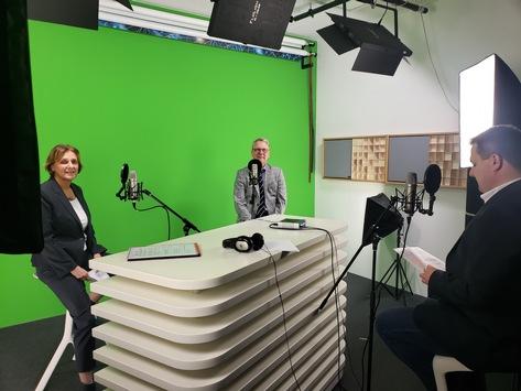 Neuer HPI-Wissenspodcast Neuland: Digitale Schule – wie geht das?