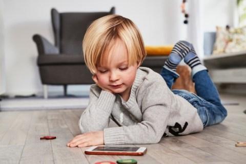 """Apps für Kinder: Kein Mehrwert zur echten Welt / Durch die Pandemie verbringen Kinder mehr Zeit am Tablet. """"Baby und Familie"""" rät, auf die Qualität der Apps achten"""