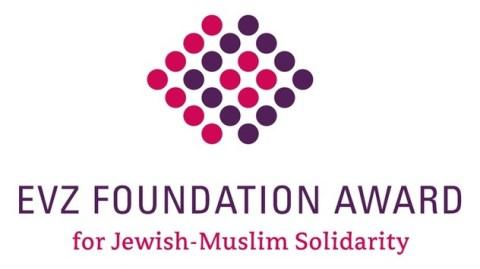 """Stiftung EVZ und Kreuzberger Initiative gegen Antisemitismus zeichnen Münchener Festival """"ausARTen"""" mit EVZ Foundation Award for Jewish-Muslim Solidarity aus"""