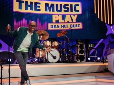 """Hast du Töne? Amiaz Habtu moderiert die neue SAT.1-Show """"Let the music play – Das Hit Quiz"""""""