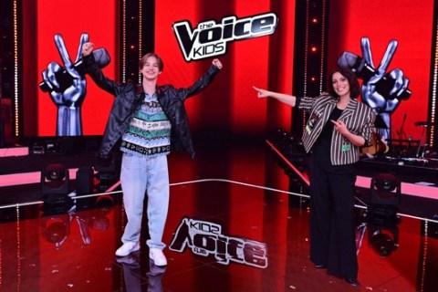 """Egon (15, Berlin) aus #TeamSteff gewinnt """"The Voice Kids"""" 2021 / SAT.1 erzielt im TV und digital Staffelerfolge"""