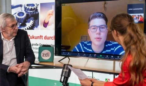 Adventspecial: Vier Geschichten aus 15 Jahren MINT-Förderung in NRW / Es ist wichtig sein Wissen weiterzugeben: Vom Roboter-Programmierer zum Mentor und zdi-Guru