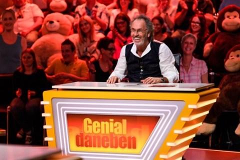 """Genial ins Wochenende: SAT.1 zeigt die siebte Staffel """"Genial daneben"""" ab 7. Mai freitags um 22:15 Uhr"""