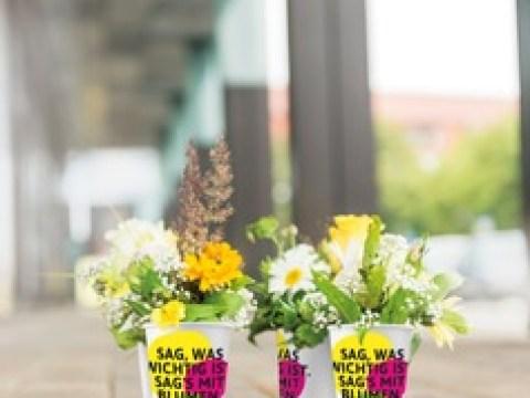 Deutschlands größte Blumengeste: Sag was wichtig ist. Sag's mit Blumen! / FloristInnen verschenken 100.000 Blumensträußchen