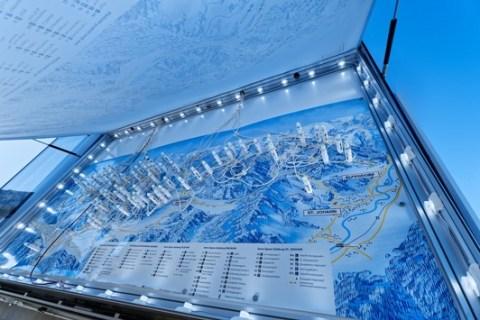 Weltweit erste Panoramatafeln mit magnetisch verschiebbaren LEDs in Snow Space Salzburg
