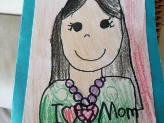 文化の違い? アメリカの幼稚園と日本語学校で絵のタッチを変える娘が気になる…