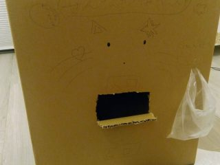 小2の娘が「洗濯物畳みマシーン」を開発!作動中は本人がいなくなる…?