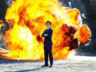 「最強にかっこいい社長のアー写」を撮るため社長を爆破してきた