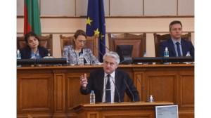 Парламентът изслушва вътрешния министър Бойко Рашков (на живо)