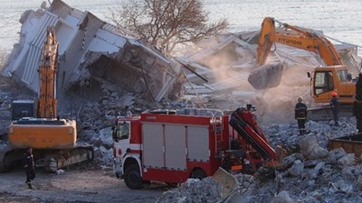 Четирима бяха оставени под развалините на хотела