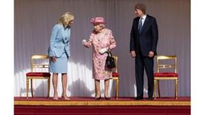 Джо Байдън и съпругата му пиеха чай с кралица Елизабет II (снимка)