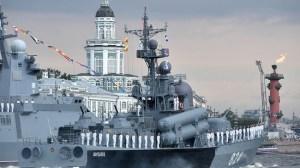 Русия отново показва мускули с изложени 54 военни кораба (Преглед)
