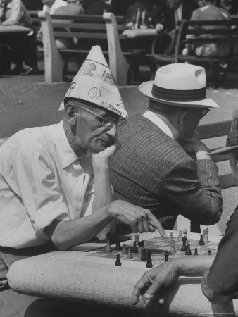 https://i2.wp.com/cache2.allpostersimages.com/p/LRG/27/2703/57FND00Z/affiches/mccombe-leonard-men-playing-chess-in-central-park.jpg