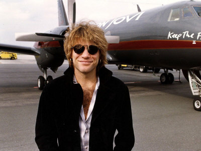 https://i2.wp.com/cache2.allpostersimages.com/p/LRG/27/2739/KXSND00Z/posters/jon-bon-jovi-stands-alongside-aeroplane-in-germany-assigned-to-him-on-the-keep-the-faith-tour.jpg