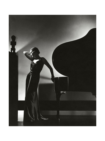 https://i2.wp.com/cache2.allpostersimages.com/p/LRG/60/6012/GH8B100Z/prints/edward-steichen-vogue-november-1935.jpg
