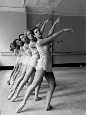 Ballet dancers - Alfred Eisenstaedt via art.co.uk
