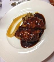 Cachopinos de jabalí rellenos de queso de cabra y puré de manzana de Restaurante Blanco