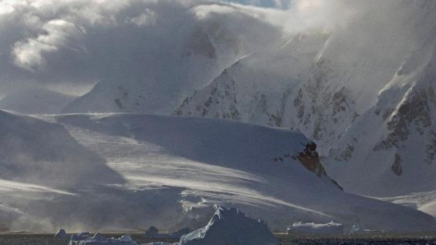 Hallan un 'gran cañón' bajo el hielo antártico