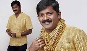 Se hizo una camisa de oro para impresionar a las mujeres