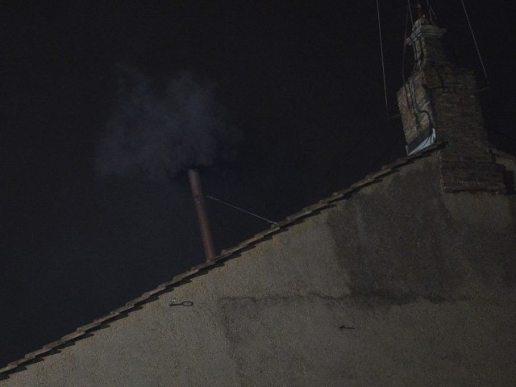 No hay papa: primera votación culmina con humo negro