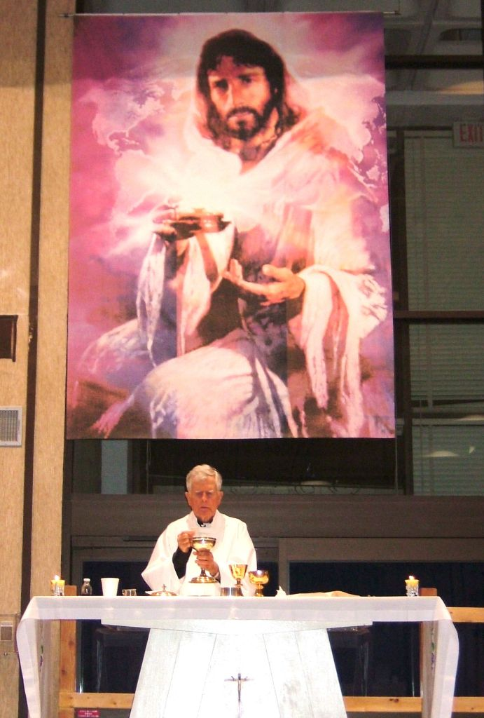 Fr Rick Thomas SJ celebrating Mass