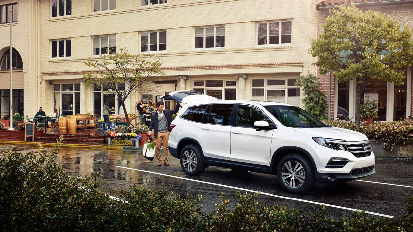 2019 Honda Pilot White Color Park On Road Side View Hd
