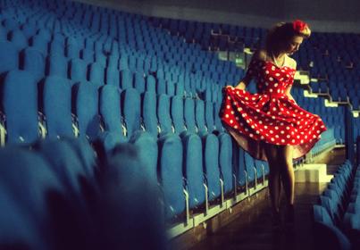 Sukienka wieczorowa sprawi, że będziesz błyszczeć w towarzystwie