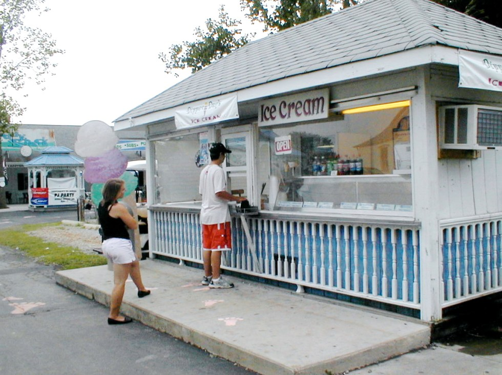 DIPPER'S DAN ICE CREAM STAND – Caddy Shack Square
