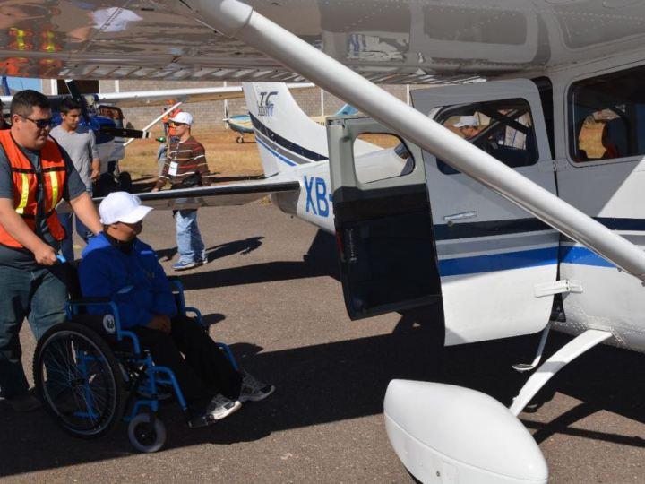 La Academia de Aeronáutica ViveVolando, volar para cumplir el sueño de niños con discapacidad