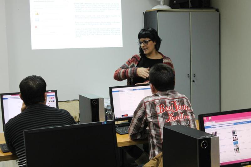 Once personas con discapacidad consiguen un trabajo a través de Cogami Ferrolterra y Vodafone España