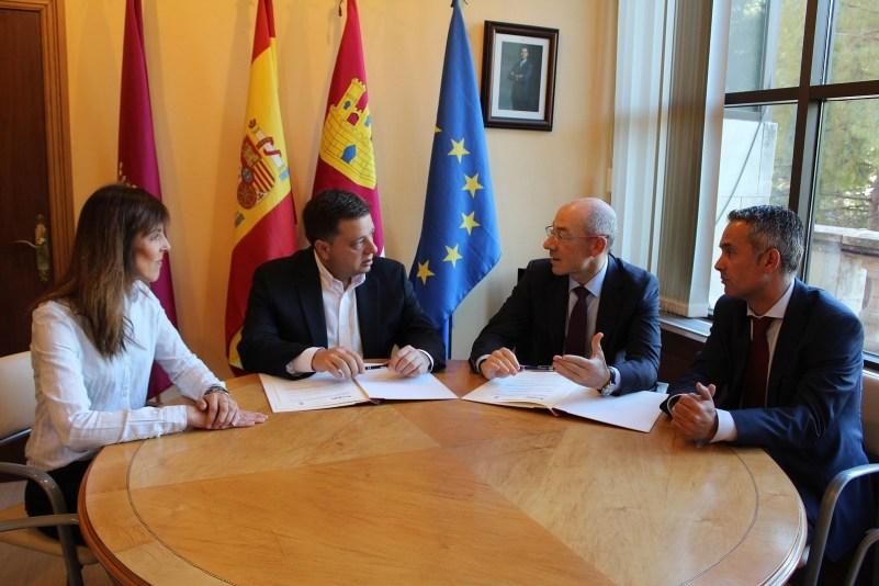 Albacete suscribe un convenio con 'El Corte Inglés' para favorecer la integración de las personas con discapacidad