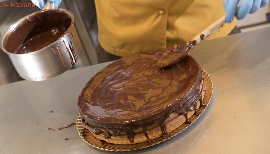 Tarta De Chocolate para Conmemorar El Día Internacional De La Discapacidad