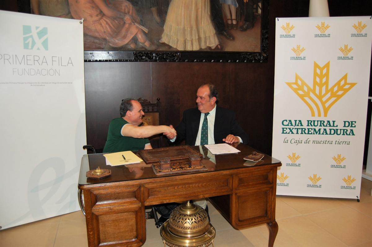 Caja Rural Extremadura y Fundación Primera Fila firman convenio por la inclusión social