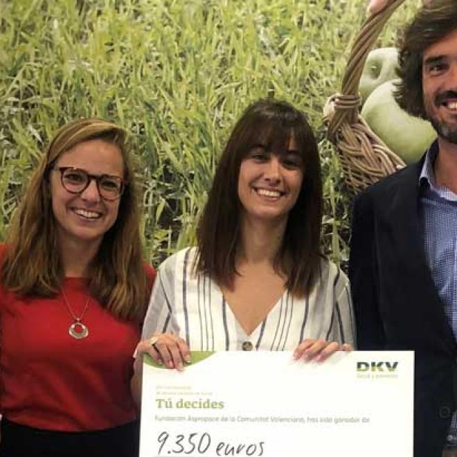 DKV dona 9.350 euros a la Federación Aspropace