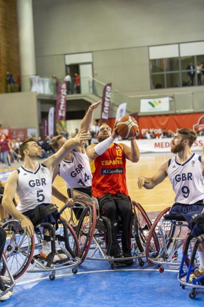 CaixaBank facilita que 1.300 deportistas con discapacidad física puedan competir en España