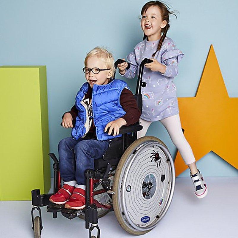 Marks & Spencer lanza colección exclusiva de ropa para niños con discapacidad