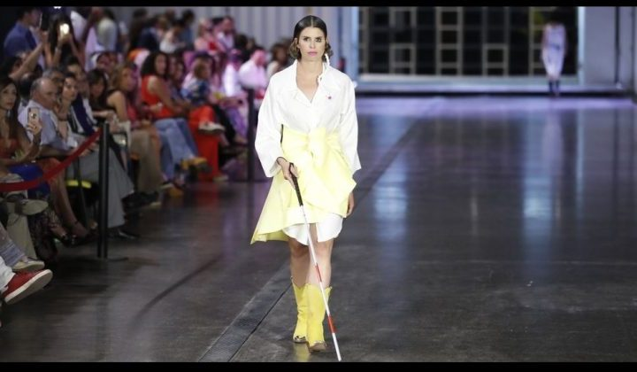 Mireia Mendoza con sordoceguera se abre camino en la moda