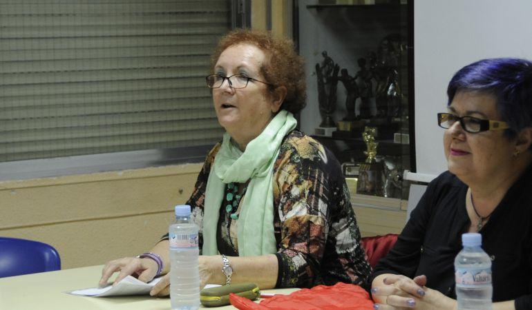 De izda a dcha, Ana María Rodrigo, concejala de igualdad y Beatriz Benavides, coordinadora de igualdad cesada / Ayuntamiento de Móstoles