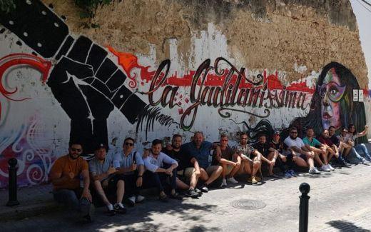 Pintada sobre en el muro de la calle Rosalía de Cádiz de la comparsa de Aragón