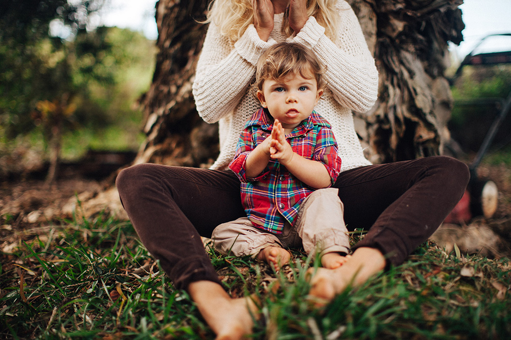 lifestyle family photographer cadence photographs jayne and boulder for tropical moms, a series on maui motherhood