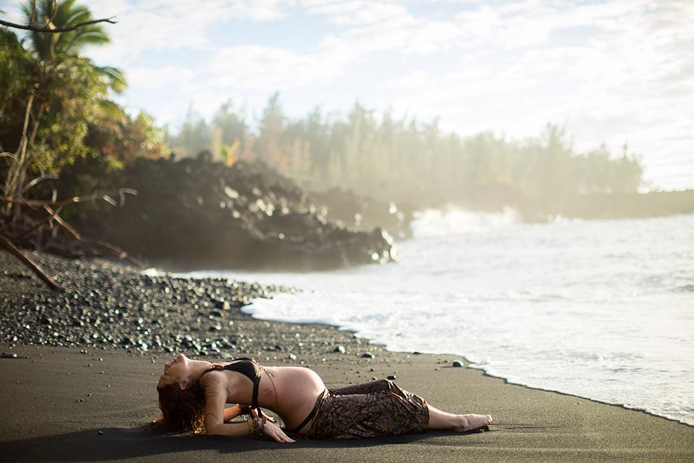 big island maternity photography with jinju and nova