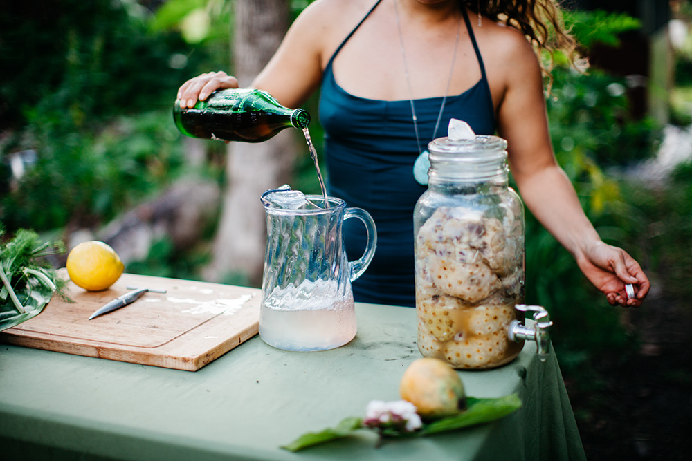 angel green preparing raw food on Maui.