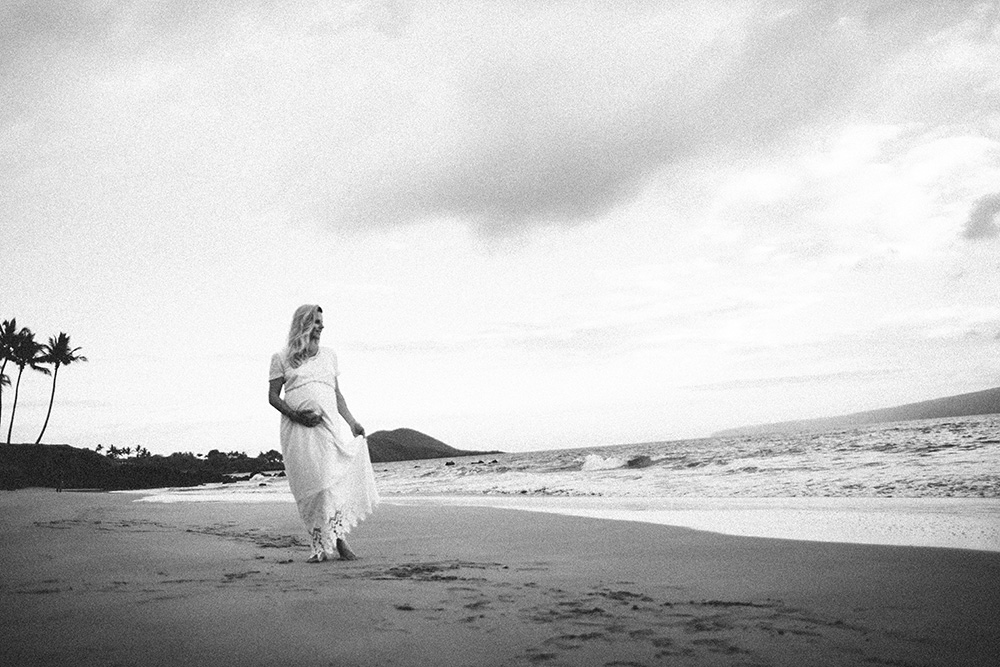the best maui maternity photographer, cadencia photography photographed on this Wailea beach